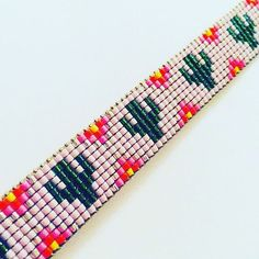 A sweet little Saguaro Cactus bracelet for Alena Bead Loom Designs, Bead Loom Patterns, Peyote Patterns, Beading Patterns, Flower Patterns, Yarn Bracelets, Friendship Bracelets With Beads, Friendship Bracelet Patterns, Gifs