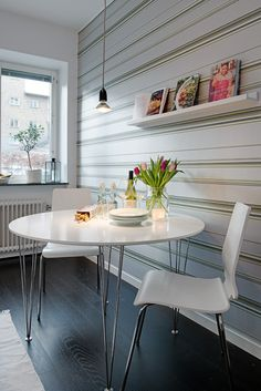 Home renovation & interior design ideas and professionals in Malaysia, Singapore, Indonesia, Thailand and the whole of Asia. Small White Dining Table, White Round Tables, Black Wooden Floor, Small Studio Apartment Design, Appartement Design, Tiny Apartments, Dream Decor, Interior Design Inspiration, Interior Decorating