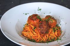 eingeFleischt … For all fans of meatballs. Here is my recipe for delicious meatballs with parmesan crust in tomato sauce on spaghetti … Grilling Recipes, Crockpot Recipes, Healthy Recipes, Best Italian Recipes, Great Recipes, Skirt Steak Recipes, Tasty Meatballs, Steak And Mushrooms, Home Meals