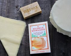 Stop using wasteful plastic wrap in your kitchen! Learn how to make homemade beeswax food wraps, a natural and sustainable alternative to plastic wrap. These homemade DIY green food wraps are all natural, plastic free, and easy to make yourself. Healthy Foods To Eat, Healthy Life, Healthy Eating, Healthy Recipes, Bees Wax Wraps, Parchment Paper Baking, Beeswax Food Wrap, Natural Candles, Greens Recipe