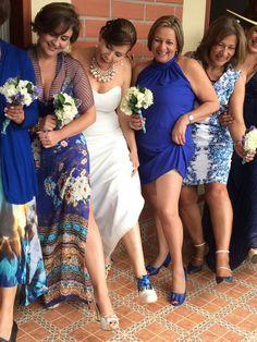 Lo que las hace dama de honor Bridesmaid Dresses, Wedding Dresses, Pose, Fashion, Bridesmaids, Pictures, Bride Maid Dresses, Bride Gowns, Wedding Gowns