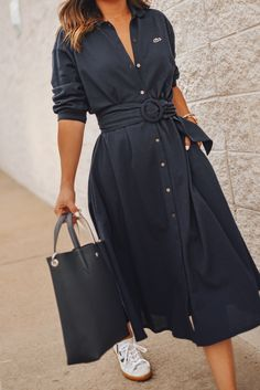 Carolina Hellal of Chic Talk wearing a Lacoste shirtdress, white sneakers and structured bag Shirtdress Outfit, Outfit Chic, Chic Outfits, Fashion Outfits, Woman Outfits, Chic Summer Outfits, Woman Dresses, Fashion Tips, White Sneakers Outfit