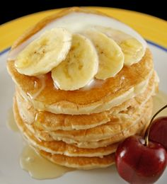I love oatmeal AND I love bananas, so this is a perfect combination! These pancakes are really delicious and easy to make and if you are lactose intolerant, vegan or vegetarian, these pancakes are right up your alley–no dairy or eggs! Sweet!