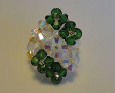 Bague losange 7 fleurs verte et blanche en perles de cristal Swarovski : Bague par perles-and-pinpin
