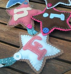or Happy Birthday Banner/Bunting? Felt Bunting, Felt Garland, Bunting Garland, Garlands, Fabric Crafts, Sewing Crafts, Sewing Projects, Bug Crafts, Felt Projects