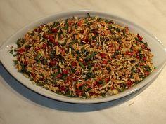 Kořenovou zeleninu nejdříve nakrájíme na tenoučké nudličky a ty potom překrájíne podél a malé kostičky.Pokapeme citronem-aby zelenina... Korn, How To Dry Basil, Food To Make, Spaghetti, Food And Drink, Rice, Homemade, Canning, Ethnic Recipes