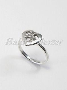 Ezüst szivecskés lófej gyűrű