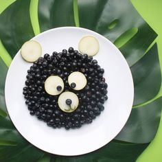 Blue-beary breakfast by ELSA ( Toddler Meals, Kids Meals, Superfood, Food Art For Kids, Food Themes, Food Crafts, Food Humor, Kids Nutrition, Culinary Arts