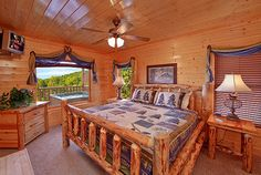 Log Master bedroom ***~~~Morning Desire - Honeymoon Cabin in Gatlinburg and Pigeon Forge