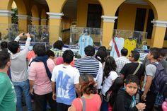 Y en minutos: La gente se amontonó a ver la colección. Todos querían una foto con la muestra / #sports #soccer #fútbol #colección #soccerfan #CopaAmérica #Chile2015