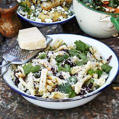 Tässä salaatissa maistuu Italia; siitä huolehtivat valkopapu, parmesaani ja fenkoli