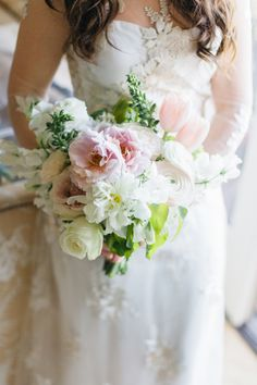 Excuse me, that wedding bouquet is gorgeous! Photography : Jana Williams Photography Read More on SMP: http://www.stylemepretty.com/california-weddings/san-diego/2016/08/08/elegant-grand-del-mar-wedding-in-california/