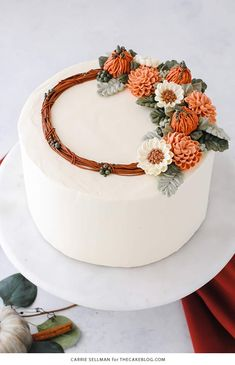 Spice Cake Pumpkin Spice Cake - moist pumpkin cake with cinnamon, ginger and nutmeg paired with pumpkin spice buttercream frosting Pretty Cakes, Cute Cakes, Beautiful Cakes, Amazing Cakes, Mini Cakes, Cupcake Cakes, Buttercream Flowers, Buttercream Frosting, Bolo Floral