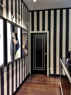 Jo malone boutique in madrid, spain wardrobe ideas jewelry s Black Decor, Pink Decor, Door Inspiration, Decor Design, Shop Interiors, Shop Interior Design, Black White Bathrooms, Decor Interior Design, Salon Decor