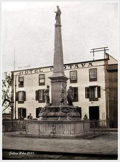 Plaza de La Candelaria Santa Cruz de Tenerife Tenerife, Statue Of Liberty, Paris Skyline, Plaza, Travel, Santa Cruz, Old Photography, Antique Photos, Islands