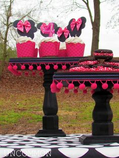 My baby loves Minnie also. DIY Cake Stands for a Minnie Mouse Birthday Party ~ tutorial Theme Mickey, Mickey Y Minnie, Minnie Mouse Party, Cake And Cupcake Stand, Cupcake Cakes, Cupcake Toppers, Minnie Cupcakes, Cupcake Tier, Minnie Cake