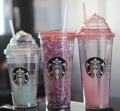 Starbucks always produce some coffee cups for their fans to buy. These three lovely cups are designed for cold drinks. Starbucks Cup, Copo Starbucks, Starbucks Secret Menu, Starbucks Tumbler, Starbucks Recipes, Starbucks Water Bottle, Coffee Drinks, Coffee Cups, Cute Water Bottles