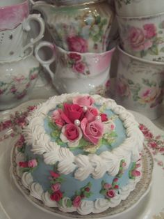 SHABBY COTTAGE PINK ROSE DECORATED FAKE CAKE CHARMING!!