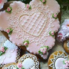 Lacy scalloped heart cookie by Teri Pringle Wood Rose Cookies, Fancy Cookies, Sweet Cookies, Vintage Cookies, Custom Cookies, Heart Cookies, Sugar Cookies, Cookie Frosting, Royal Icing Cookies
