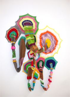 Carolina Ponte  Sem Título  2009  Escultura de crochê  110 x 80 x 20 cm
