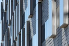 Detail of the pop-out windows on the exterior. Photos courtesy of @HDR Architecture Inc.; ©2013 Tom Arban.