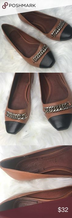 ELIZABETH AND JAMES flat shoes brown black 7.5B Elizabeth and James Vero Cuoio flat shoes. Brown with black. Size 7.5 B  Decorative chain still intact. Has Normal scruffs but still in good condition. Elizabeth and James Shoes Flats & Loafers