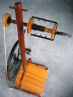 spinning wheel plans - Google Search Diy Spinning Wheel, Spinning Wool, Hand Spinning, Spinning Wheels, Yarn Crafts, Wood Crafts, Drop Spindle, Candlemaking, Loom Weaving