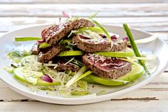 Beef Easy Apple and Seared Beef Carpaccio Salad - Make delicious beef recipes easy, for any occasion Beef Carpaccio Salad, Cheese Salad, Granny Smith, How To Make Salad, Fennel, Food Styling, Beef Recipes, Easy Meals, Apple