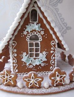 GINGERBREAD HOUSE WITH BLUE FLOWERS.
