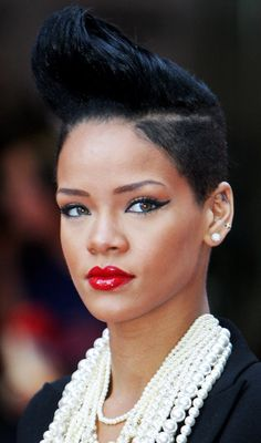 10 Trendy Rihanna's Short Hairstyles
