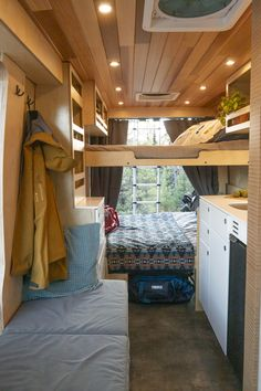 Vw Lt Camper, Camper Beds, Camper Life, School Bus Tiny House, Bus House, Tiny House Cabin, Van Conversion Interior, Camper Van Conversion Diy, Glamping
