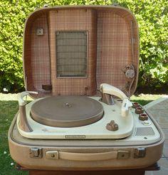 Telefunken Musikus 501 SV Deluxe Portable Record Player (1958)