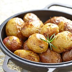 Baked potatoes with rosemary via Baby shower ideas for boy or girl #babyshowerideas4u