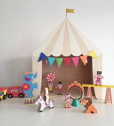 Elsa is still sick so we are just playing inside today both kids loves to play with the circus  (The wooden circus tent is from @upwarsaw and the Janod figures from @kurragomma ) by elinochalva