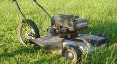 Als ik bedenk dat dit elke maand wordt herhaald lijkt dat me vrij nutteloos! Wie profiteert er van gemaaid gras?