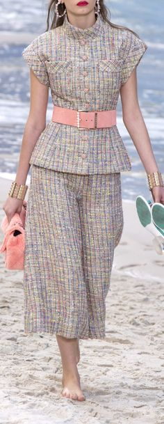 Chanel for spring. gorgeous pale colors for the new twist on the pant suit.short sleeve belted and cropped pants. Look Fashion, High Fashion, Womens Fashion, Fashion Trends, Modest Fashion, Fashion Dresses, Mode Chanel, Vetement Fashion, Looks Chic
