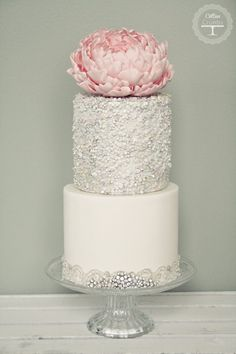 Featured Wedding Cake: Cotton & Crumbs; Wedding Cakes With Exceptional Details. To see more: http://www.modwedding.com/2014/06/20/wedding-cakes-exceptional-details/  #wedding #weddings #weddingcake Featured Wedding Cake: Cotton Crumbs #modernweddingcakes