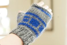 R2D2 mittens - wonder if I could pull these off for Jason for Christmas this year?