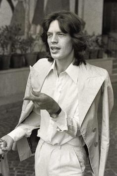 Mick Jagger's most iconic Seventies looks to see you through summer The Rolling Stones, Keith Richards, Gianni Agnelli, Most Stylish Men, Stylish Boys, Stylish Outfits, Seventies Fashion, Best Dressed Man, Male Magazine