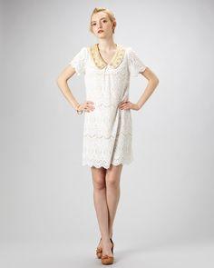 【FREE'S SHOP ELEGANCE ホワイト  ビジュー襟総レースワンピース 】  パールビーズやストーンのビジューをあしらった襟が華やかな印象♪