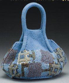Gallery.ru / Фото #62 - LISA KLAKULAK - renew Handmade Felt, Handmade Bags, Nuno Felting, Needle Felting, Fibre Textile, Felt Purse, Felt Fabric, Felt Art, Beautiful Bags
