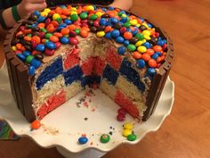 Lady General's colours inside the cake. To create the checkered look, cut the 3 round cakes into 3 smaller rings and transfer them so each layer has all 3 colours. (Eg. blue large circle with white middle and red inner; white large circle with res middle and blue inner, etc) when the cake is cut, it will look checkered! Small Rings, Round Cakes, 3 Things, Middle, Colours, Create, Lady, Desserts, Blue