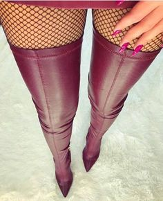 Here we find 54 best suitable women's long boots for winter that are unique and very fashionable. These are the best long boots for ladies and girls. Thigh High Boots Heels, Hot High Heels, Sexy Heels, Heeled Boots, Shoe Boots, Sexy Stiefel, Bota Over, High Leather Boots, Jolie Lingerie