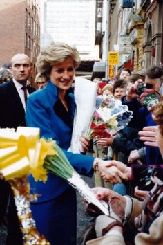 1990-01-17 Diana visits the Chinese Arts Centre in Manchester