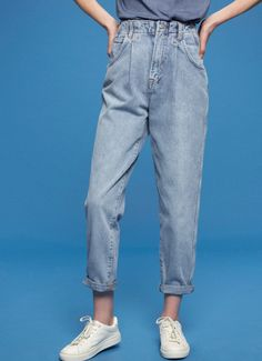 bc24c61824a1 Archive collection  a collection that retrieves the best models of Pepe  Jeans of the and - High waist - Loose fit - Straight leg - Clothes peg  detail ...