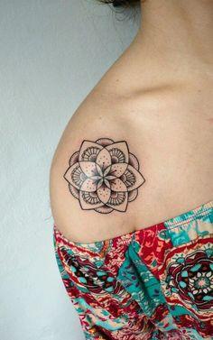 31 der schönsten Tattoos Mandala For Inspiration Tattoos Mini Tattoos, Up Tattoos, Body Art Tattoos, Small Tattoos, Cool Tattoos, Medium Size Tattoos, Diy Tattoo, Tattoo Shop, Lotus Tattoo Shoulder