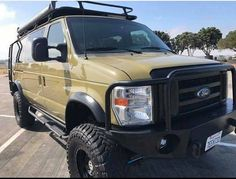 Ford van with Aluminess roof rack, ladder bumpers and nerf bars. Ford E250, Ford 4x4, Lifted Ford, Ford Trucks, Ambulance, Ford Van Conversion, Ford Off Road, Truck Living, Diy Camper Trailer