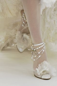 oh my gosh... so fem!  Shoes at Chanel Haute Couture Spring 2006