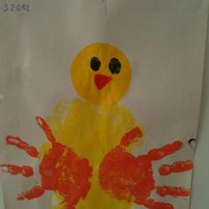 Pintainho - corpo com a palma da mão , asas com mão e cara com papel de lustro