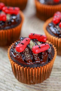 Moist chocolate cupcakes topped with a thick fudgy chocolate frosting and decorated to look like a grill. #chocolate #cupcake #grill